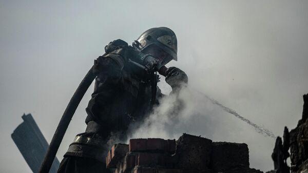 Пожарно-спасательные подразделения МЧС России ликвидируют возгорание в городе Искитим