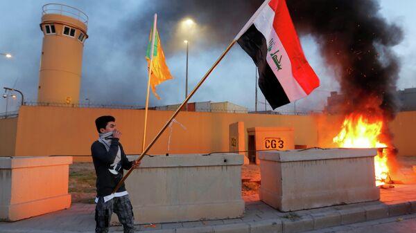 Протесты у главных ворот посольства США в Багдаде