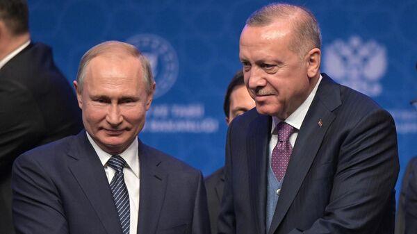 Президент России Владимир Путин и президент Турции Реджеп Тайип Эрдоган на церемонии официального открытия газопровода Турецкий поток в Стамбуле