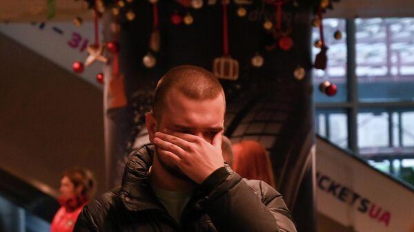 Родственник пассажиров и членов экипажа разбившегося рейса PS752 авиакомпании Международные Авиалинии Украины   в аэропорту Борисполь под Киевом. 8 января 2020