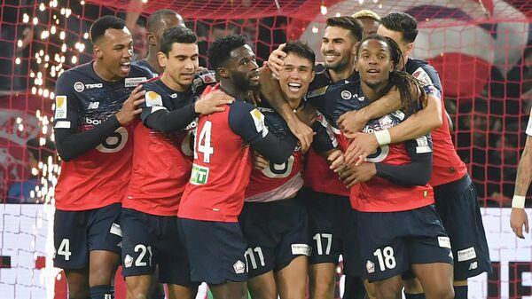 Футболисты Лилля радуются победе