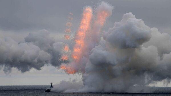 Стрельбы во время совместных учений Северного и Черноморского флотов в Черном море
