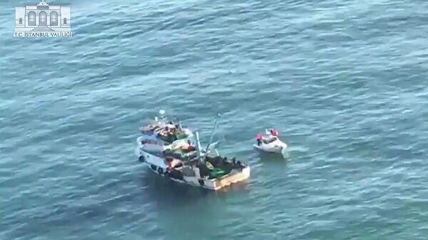 Поисковые работы на месте столкновения танкера GLARD 2 под российским флагом с рыболовецким катером в районе Стамбула