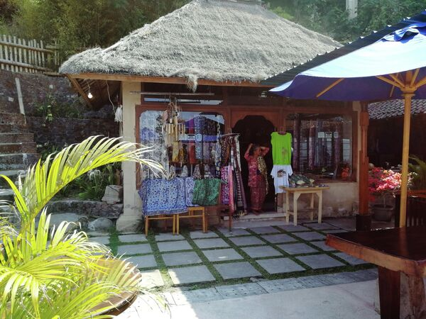 Бали. Сувенирная лавка на смотровой площадке у вулкана Батур