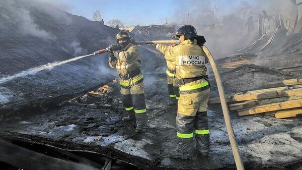 Тушение пожара в заброшенных помещениях на территории птицефабрики произошел в Хабаровске