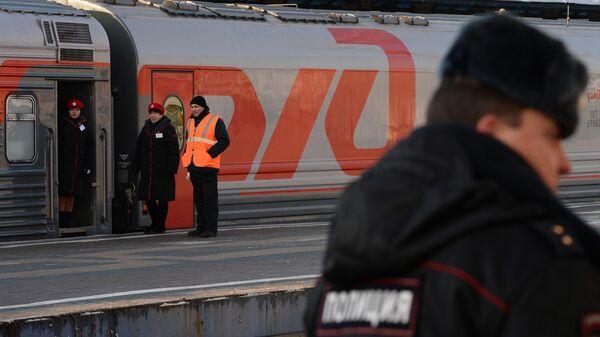 Полицейский на железнодорожном вокзале