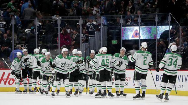 Хоккеисты Даллас Старз отмечают победу над Колорадо Эвеланж в матче НХЛ
