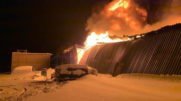 В городе Тарко-Сале, ЯНАО, произошел пожар в арочном боксе. 16 января 2020