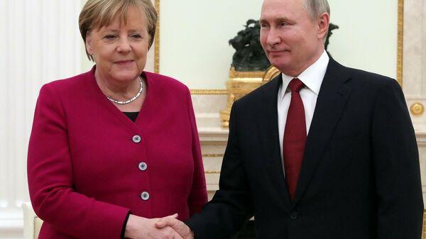 Эликсир ее смелости. Меркель после встречи с Путиным забыла о Трампе