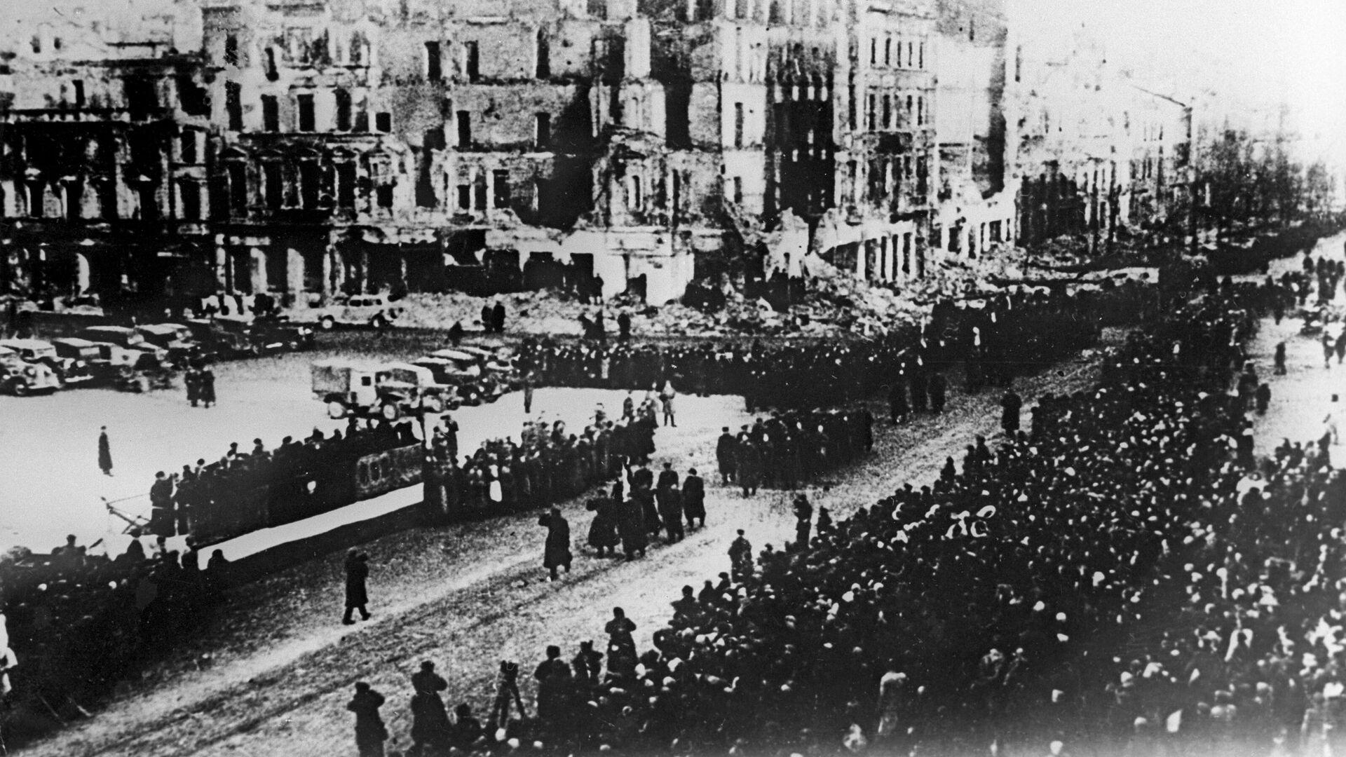 Парад Войска Польского на площади освобожденной Варшавы. 19 января 1945  - РИА Новости, 1920, 07.05.2021