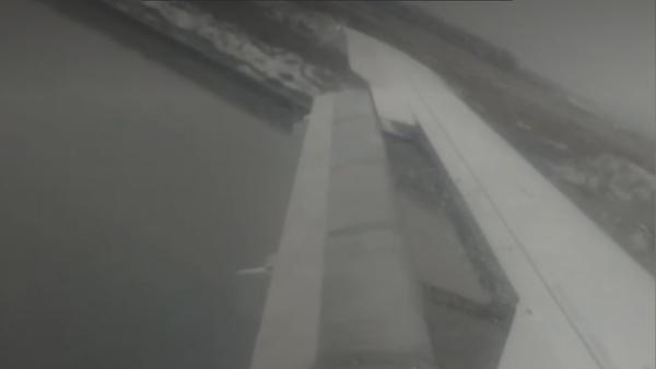 Экстренная посадка самолета SSJ100 в Домодедово