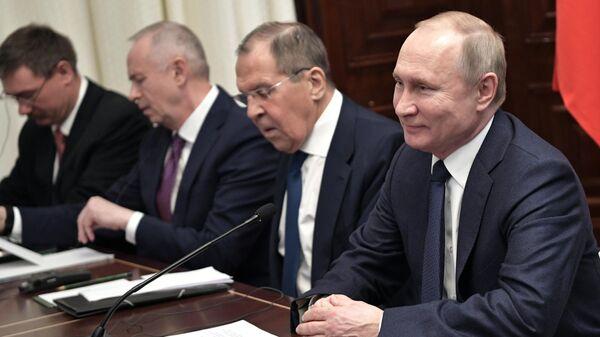 Президент РФ Владимир Путин во время встречи с президентом Турции Реджепом Тайипом Эрдоганом на Международной конференции по Ливии в Берлине