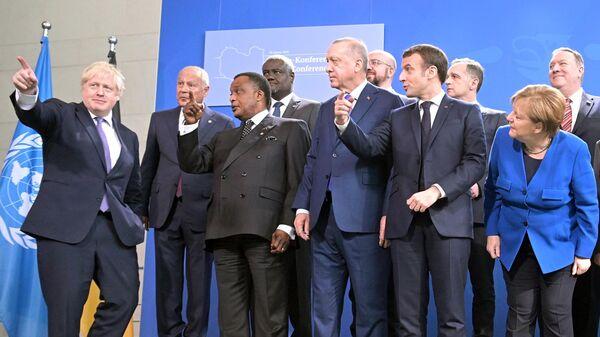 Участники церемонии фотографирования глав делегаций-участников Международной конференции по Ливии в Берлине