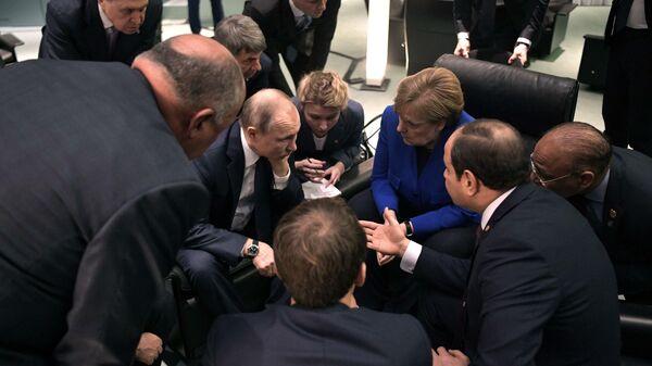 Между Сциллой и Харибдой. Или как в Берлине всем миром Ливию мирили