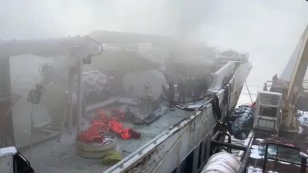 Пожар на траулере Энигма Астралис. Стоп-кадр видео