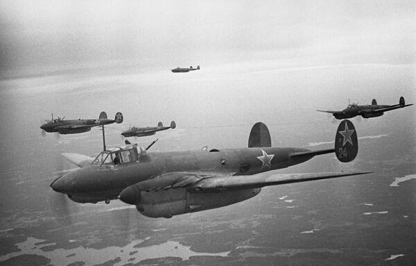 Бомбардировщики 14-й воздушной Армия поддерживают войска Волховского фронта при прорыве блокады Ленинграда