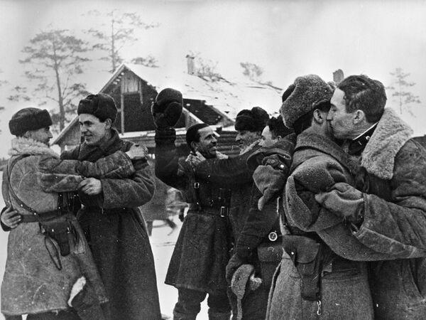 Блокада прорвана! Встреча бойцов Ленинградского и Волховского фронтов