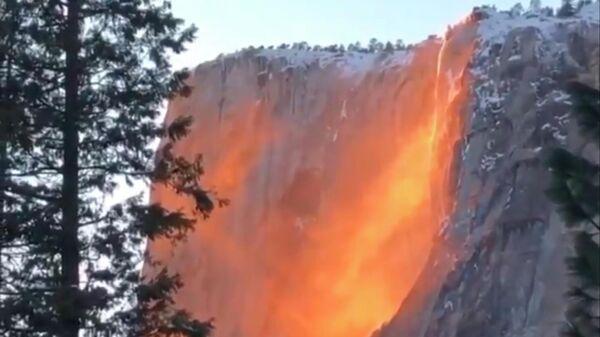 Водопад Лошадиный Хвост в Йосемитском национальном парке в Калифорнии, США. Стоп-кадр видео
