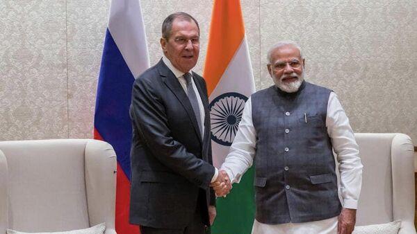 Министр иностранных дел РФ Сергей Лавров и премьер-министр Республики Индии Нарендра Моди во время встречи в Нью-Дели. 15 января 2020