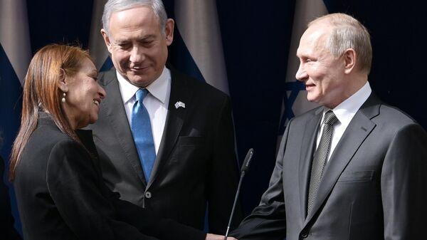 Президент РФ Владимир Путин и премьер-министр Израиля Биньямин Нетаньяху после  встречи в Иерусалиме с матерью осужденной в РФ израильтянки Наамы Иссахар Яфрой. 23 января 2020