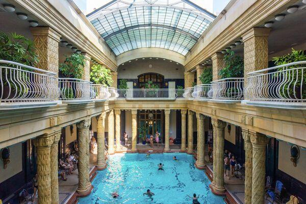 Знаменитая термальная баня Геллерт в Будапеште, Венгрия