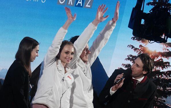 Виктория Синицина и Никита Кацалапов (Россия) после выступления с произвольной программой в танцах на льду на чемпионате Европы по фигурному катанию.