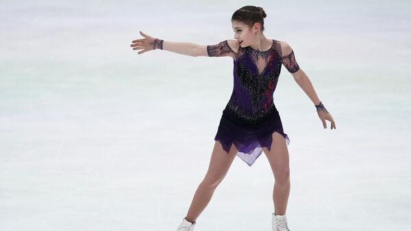 Алена Косторная (Россия) выступает с произвольной программой в соревнованиях среди женщин на чемпионате Европы по фигурному катанию.