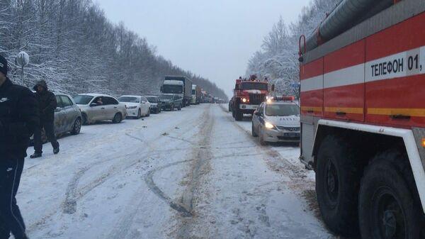 Автомобили спасательных служб на месте ДТП в Пермском крае