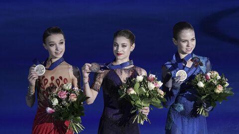 Награждение российских фигуристок на чемпионате Европы по фигурному катанию