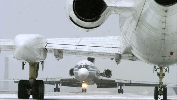 Авиасообщение с Парижем прервано до 12.00 мск вторника