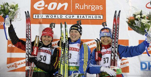Призеры индивидуальной гонки у женщин первого этапа Кубка мира по биатлону: Кати Вильхельм, Хелена Юнссон и Елена Юрьева (слева направо)
