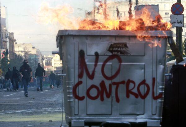 Несколько самодельных взрывных устройств сработали в Афинах