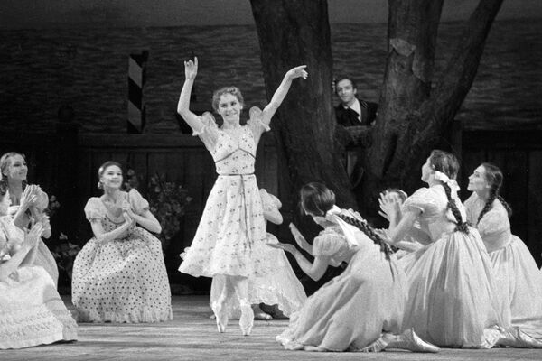 Ольга Лепешинская в балете «Медный всадник»