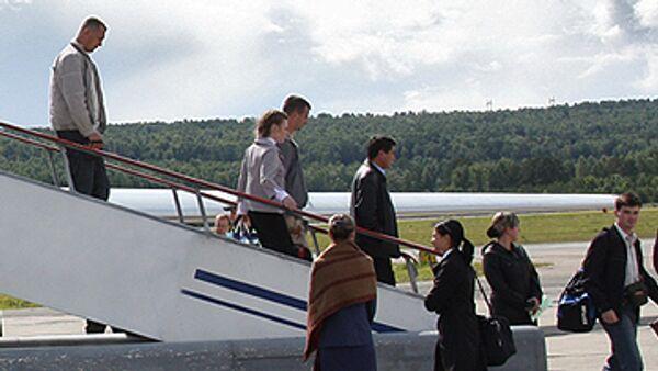 Пассажиры самолета. Архив