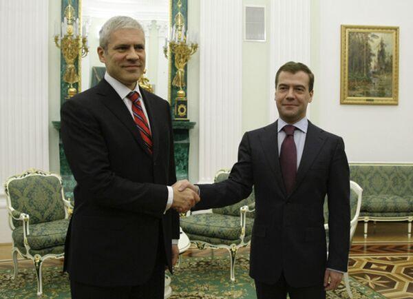 В присутствии президентов Дмитрия Медведева и Бориса Тадича, Россия и Сербия подписали целый пакет документов, главные из которых пахнут газом и нефтью