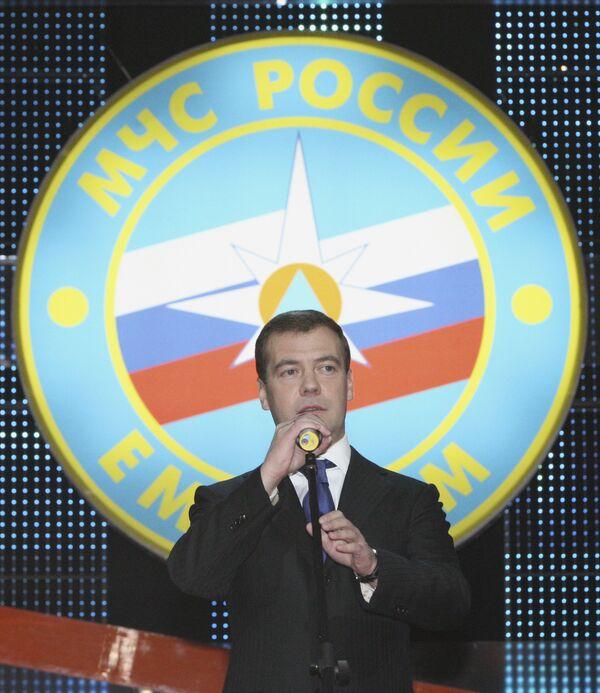 Президент РФ Д. Медведев во время выступления на торжественном вечере, посвященном Дню Спасателя