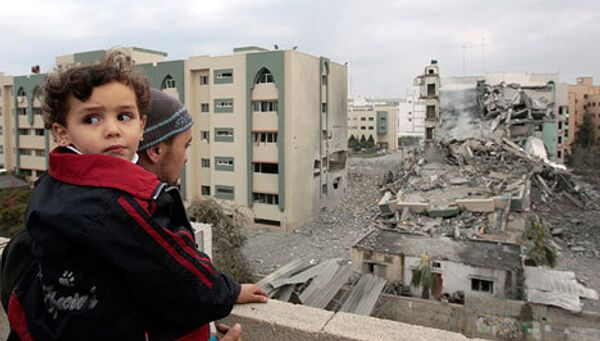 Разрушенное здание Исламского университета после воздушной атаки израильскими военными в секторе Газа