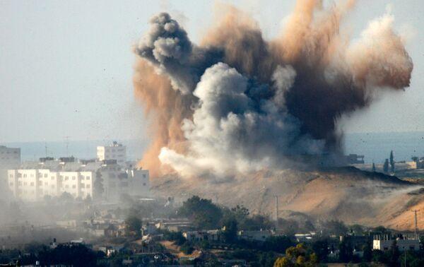Бомбардировка территории Газы израильскими ВВС. Архив