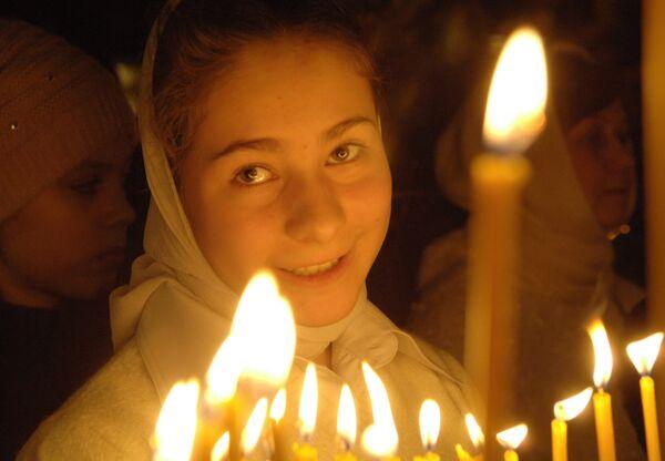 Более трех тысяч верующих встречают Рождество в храме Христа Спасителя