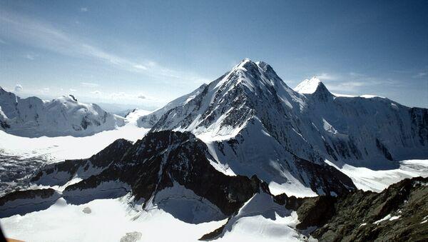 Горы Алтая. архивное фото