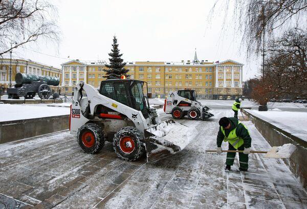 Зимняя уборочная техника начнет дежурить в Москве 1 ноября