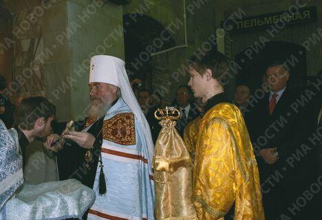 Митрополит Климент на освящении храма на Казанском вокзале