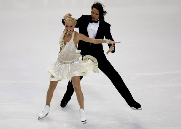 Оксана Домнина и Максим Шабалин во время испонения обязательного танца на  ЧЕ по фигурному катанию