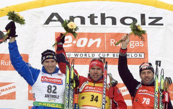 Пьедестал спринта у мужчин на шестом этапе Кубка мира по биатлону: Бьорн Ферри, Эмил Хегле Свендсен, Томаш Сикора (слева направо)