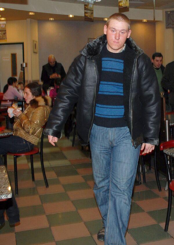 Мать сержанта Глухова не добилась встречи с сыном и возвращается домой