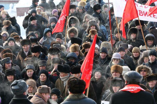 Около тысячи сторонников КПРФ собрались на митинг в центре Москвы