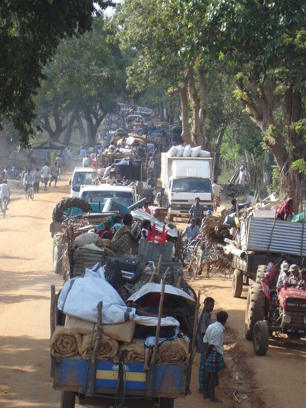 Мирные жителей уезжаю из  Шри-Ланки