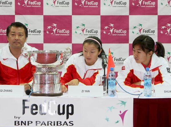 Члены сборной Китая по теннису Шуай Чжанг, Цзы Янь и капитан Ки Чжан