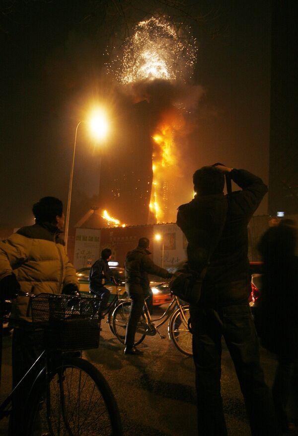 Здание центрального телевидения Китая горит в Пекине