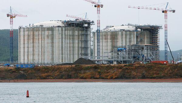 Строительство завода по сжижению природного газа. Архив